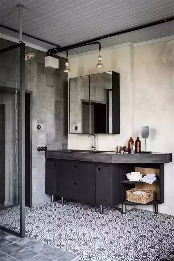 """几千块的浴室柜一星期就""""变残""""!到底是为什么?"""